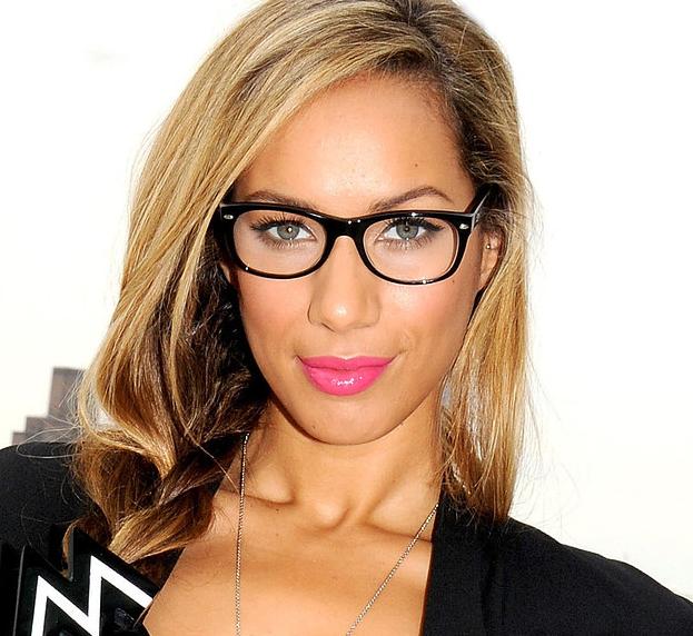 Leona Lewis con gafas